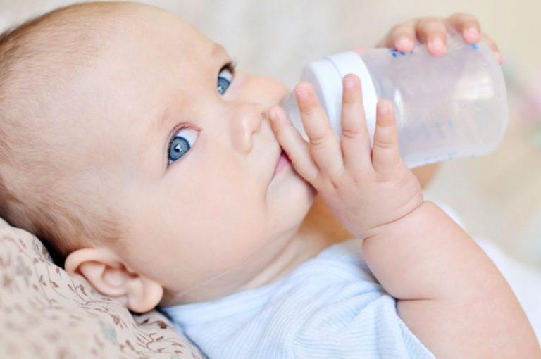 Нужно ли допаивать грудничка водой?