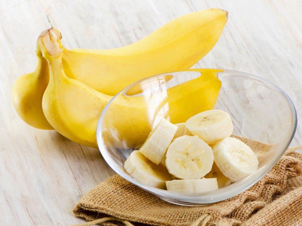 Банан на столе