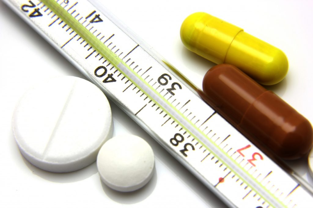 Термометр и таблетки
