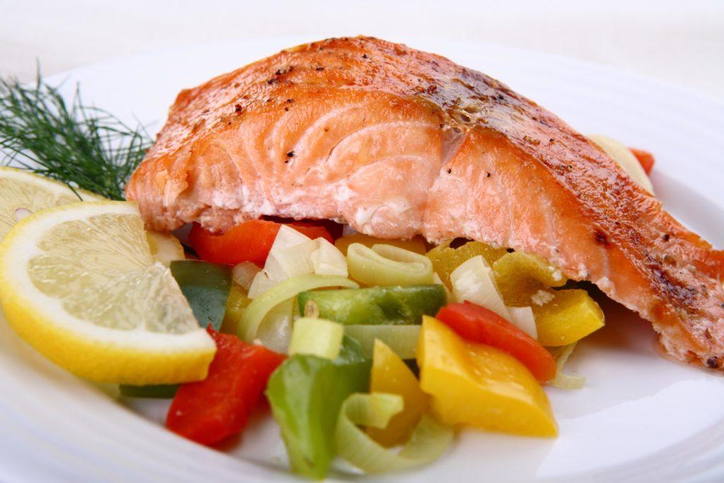 Рыба приготовленная на пару с овощами