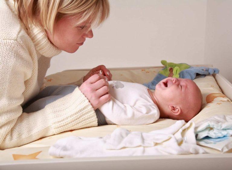 Колики у грудничка: что не стоит есть кормящей маме, чтобы их избежать