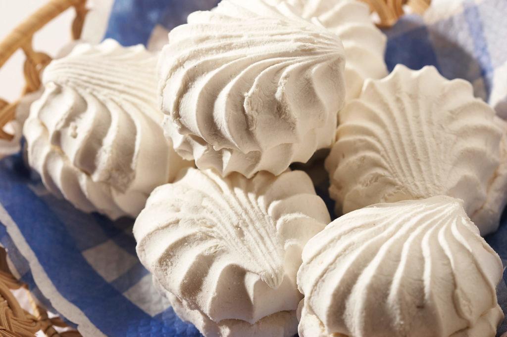 Белый зефир на салфетке