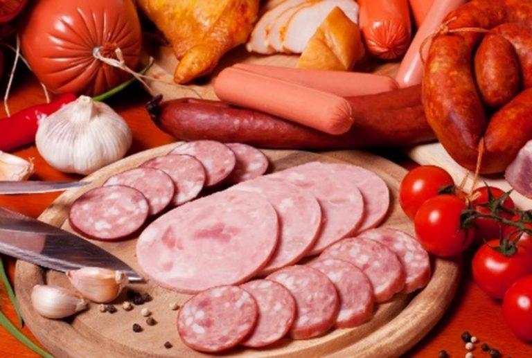 Можно ли есть колбасу и сосиски кормящей маме