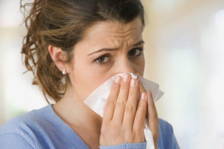 Лечение насморка у мамы при грудном вскармливании