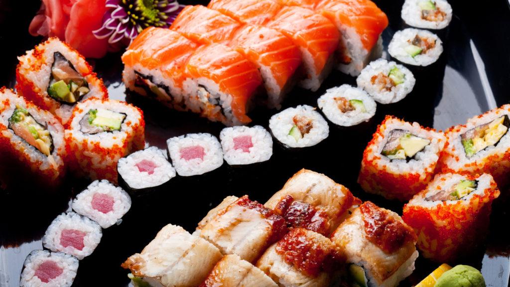 Сет суши и роллов на черном столе