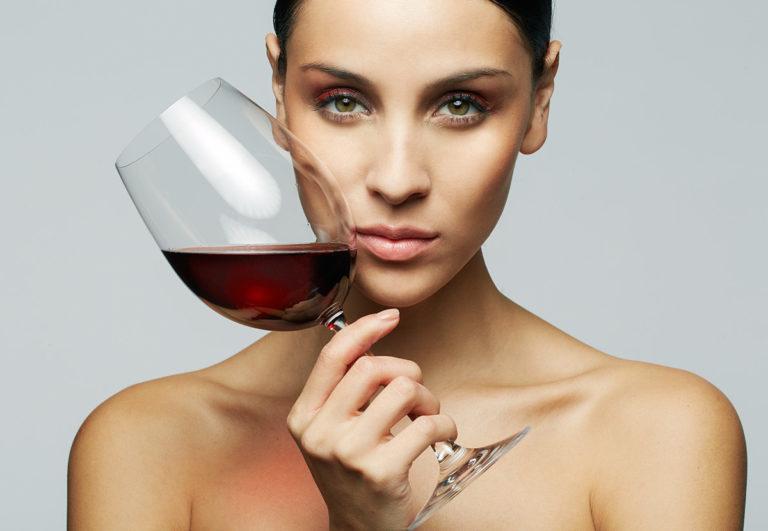 Можно ли выпить вина кормящей маме