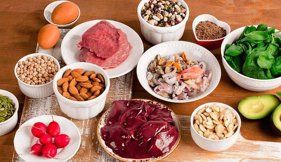 Железосодержащие продукты на столе