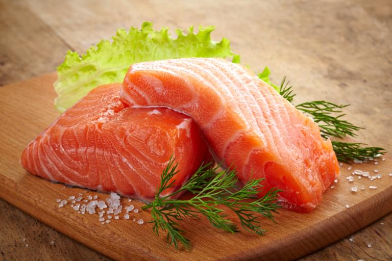 Красная рыба при грудном вскармливании: можно ли кормящей маме