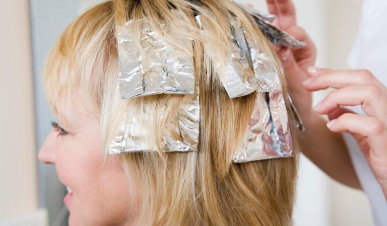 Можно ли мелировать волосы при грудном вскармливании